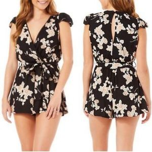 New Angie Surplice Tie Waist Floral Romper Large